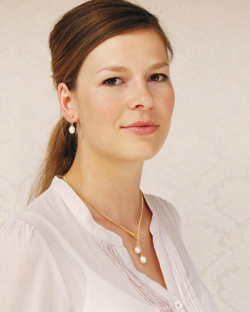 Eva Strepp, Collier, Edelstahl vergoldet, 2 Süßwasser-Zuchtperlen