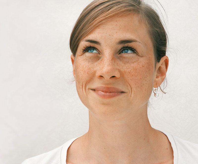 Eva Strepp, Ohrhänger «Swing», Edelstahl, Süßwasser-Zuchtperlen