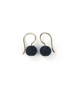 Heike Besslich, Ohrhänger «Schneebälle», Silber schwarz. Gelbgold