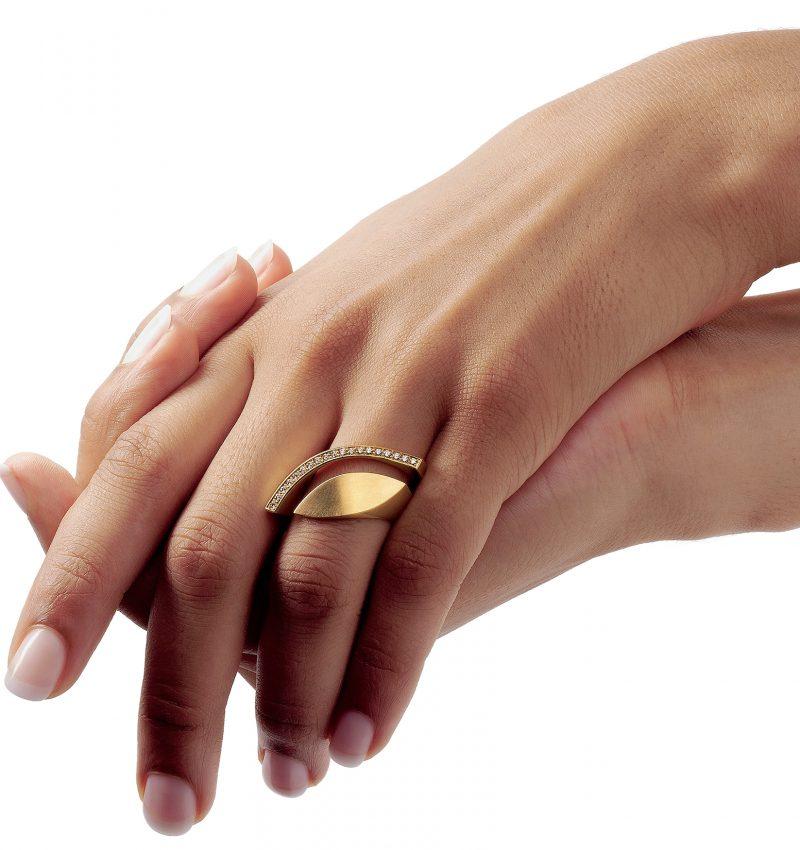 Angela Hübel, Ring «Brillantauge», Gelbgold, Brillanten