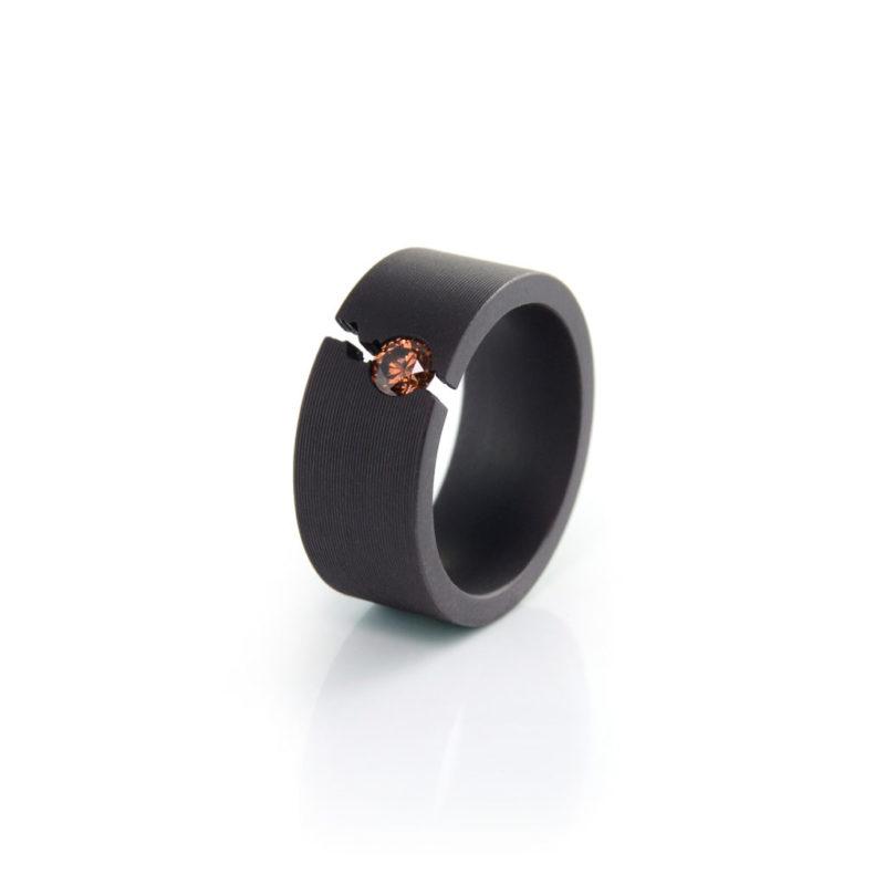 Patrick Malotki, Ring, Trauring «Ursprung P308», Edelstahl PVD schwarz, Brillant cognacfarben