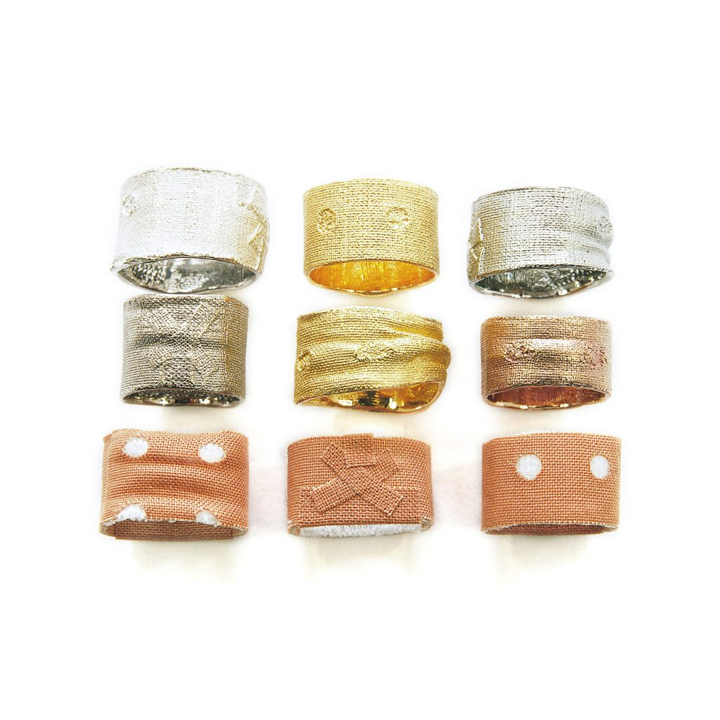 Kay Eppi Nölke, Heftpflasterringe aus Gold, Silber und Edelstahl