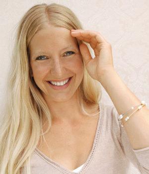 Eva Strepp, Armreife, Edelstahl oder Edelstahl vergoldet, Süßwasser-Zuchtperlen