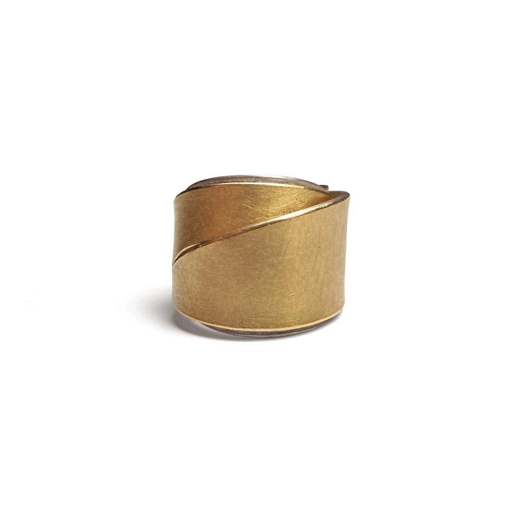 Ute Strothotte, Ring «Gewickelt GRS4», 925/- Silber, 900/- Gelbgold