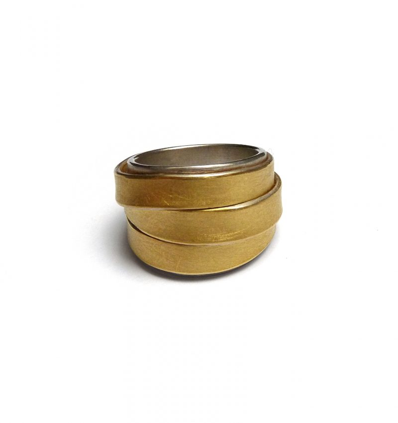 Ute Strothotte, Ring «Gewickelt GRW2», 925/- Silber, 900/- Gelbgold