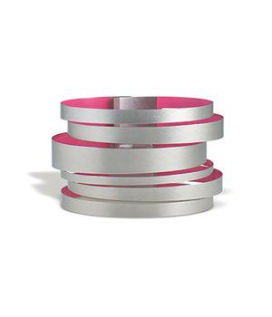 Claudia Hoppe, Armreif «Stripes gemischt», 48 mm, Edelstahl, Lack, magenta