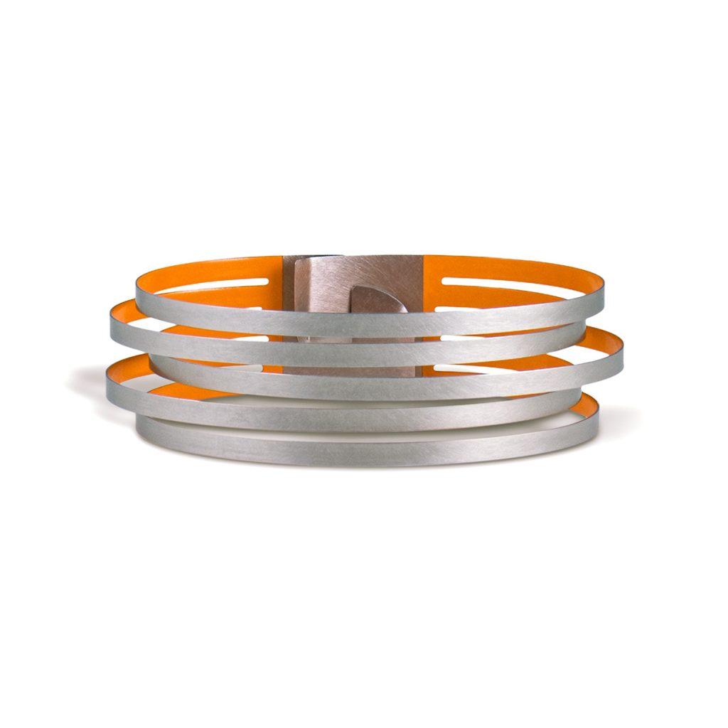 Claudia Hoppe, Armreif «Stripes schmal», 23 mm, Edelstahl, Lack, orange