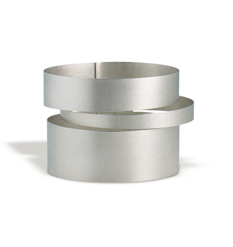 Claudia Hoppe, Armreif «Stripes uno», 48 mm, Silber