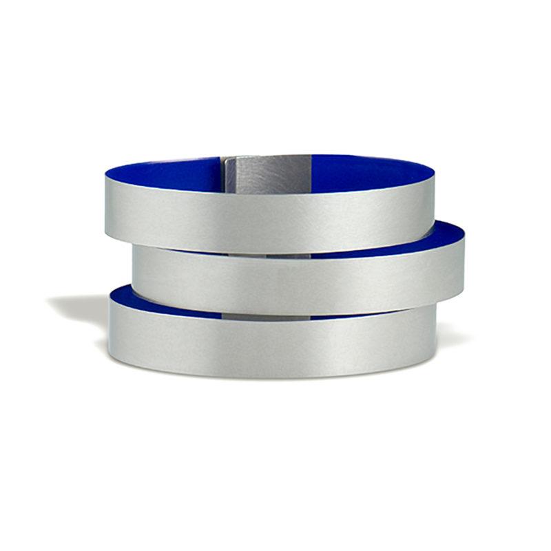 Claudia Hoppe, Armreif «Stripes breit», 38 mm, Silber, Lack, nachtblau