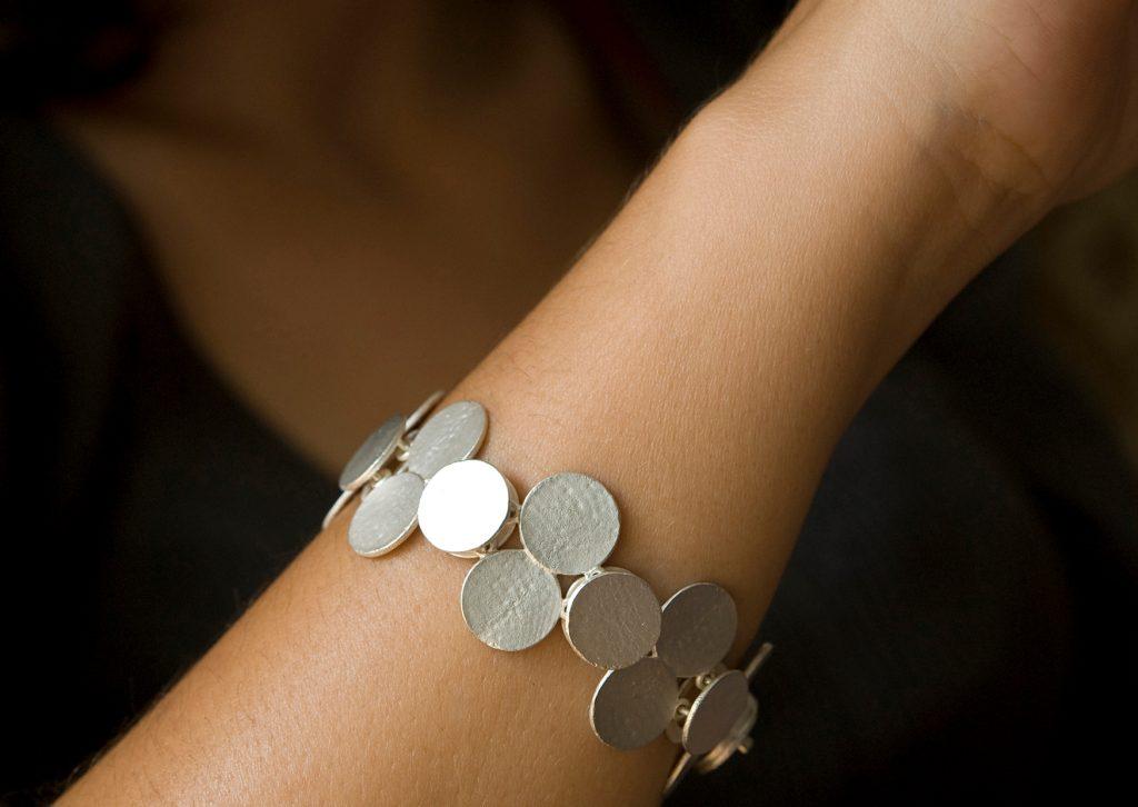 Susanna Kuschek, Armband «Punto», Silber