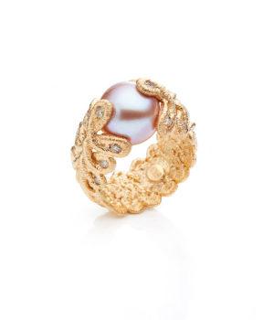 Brigitte Adolph, Ring «Pique Dame», Gelbgold, Süßwasser-Zuchtperle, Brillanten