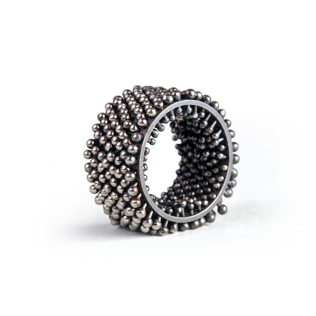 Erik Urbschat, Ring «Igel», 8-reihig, 925/- Silber, geschwärzt